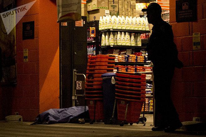 Elemento de la Cusaem asesinó a un hombre, actuando como guardia en un supermercado en la calle José Peón del Valle, en la colonia Santa Marta Acatitla, Iztapalapa.