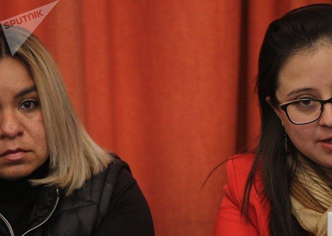 Nancy Saavedra y su abogada, Verónica Berber, en conferencia de prensa para denunciar el secuestro y tortura infringidos por elementos de la Cusaem.