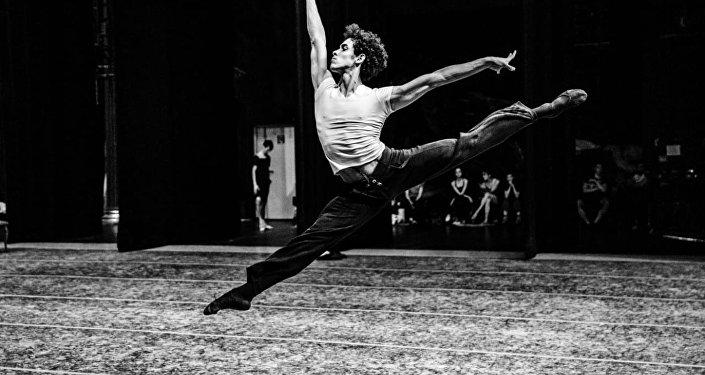 Bailarín Diego Calderón Armién