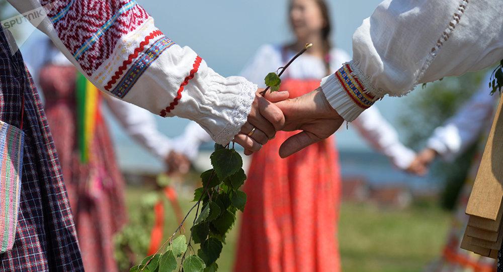 Las mujeres en los trajes tradicionales (imagen referencial)