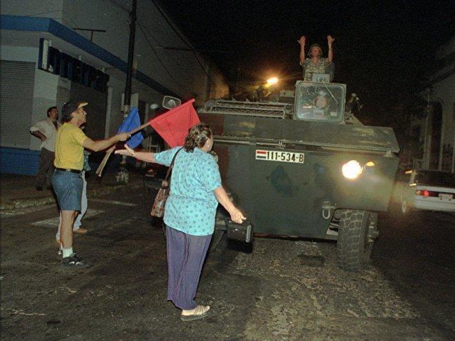 Imágenes de la represión en el Marzo Paraguayo, en Asunción, en 1999