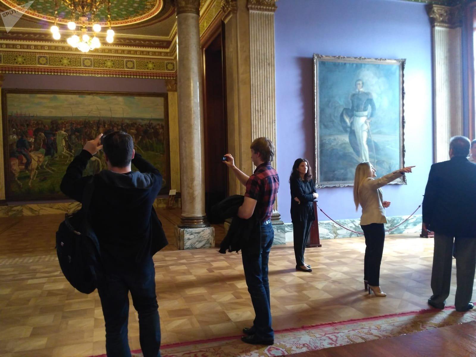 La delegación rusa en el Palacio Legislativo de Uruguay