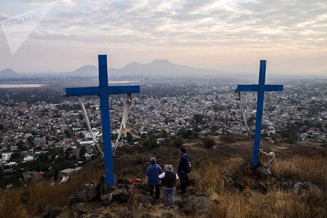 Vecinos de los 14 pueblos originarios de Xochimilco durante un ritual para recibir la primavera.