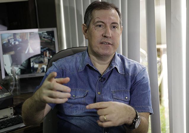 El locutor brasileño de radio Rafael Henzel
