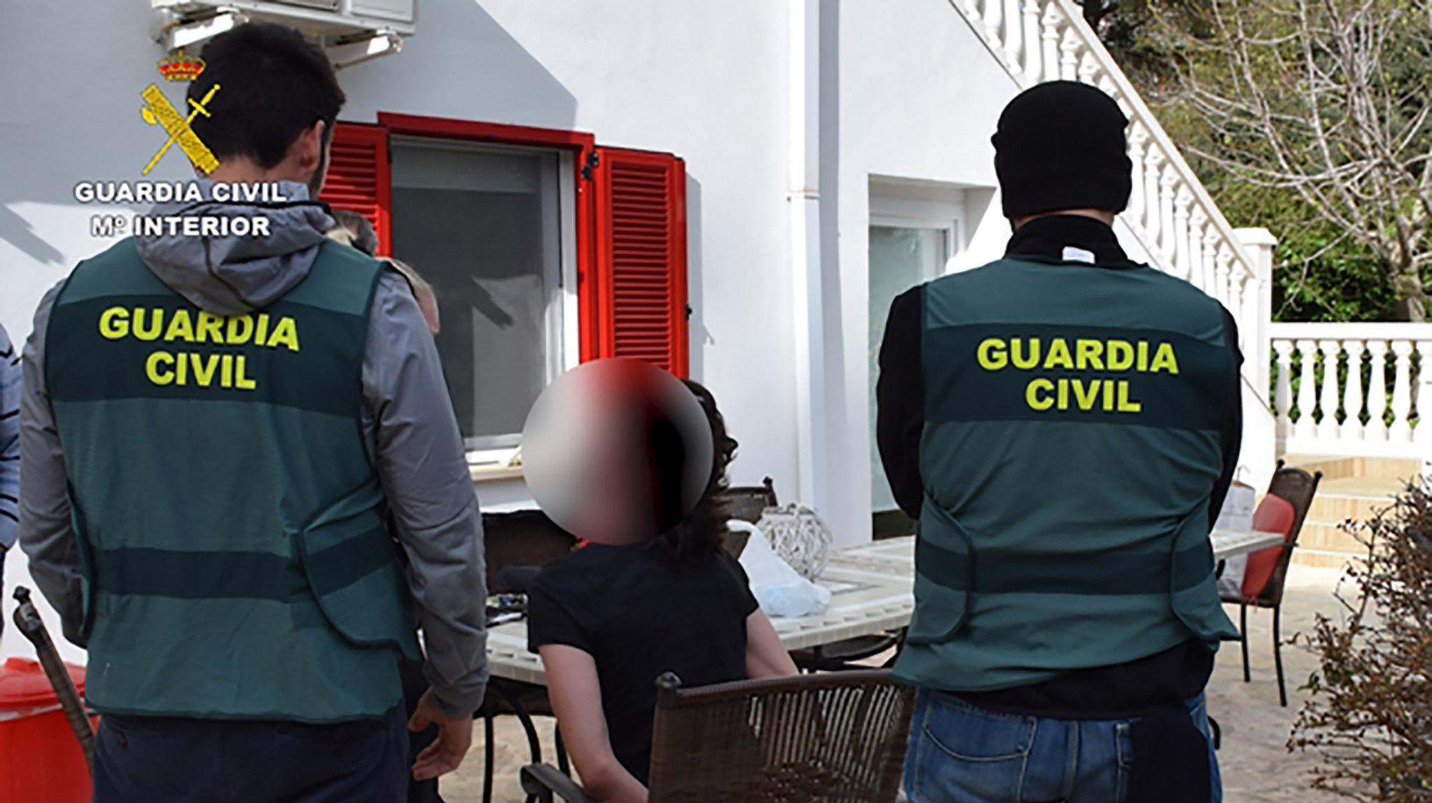 La Guardia Civil de España durante la detención de un neonazi que intentó atentar con una bomba en Alemania