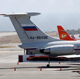 Avión de bandera rusa en el Aeropuerto Internacional Simón Bolivar de Caracas