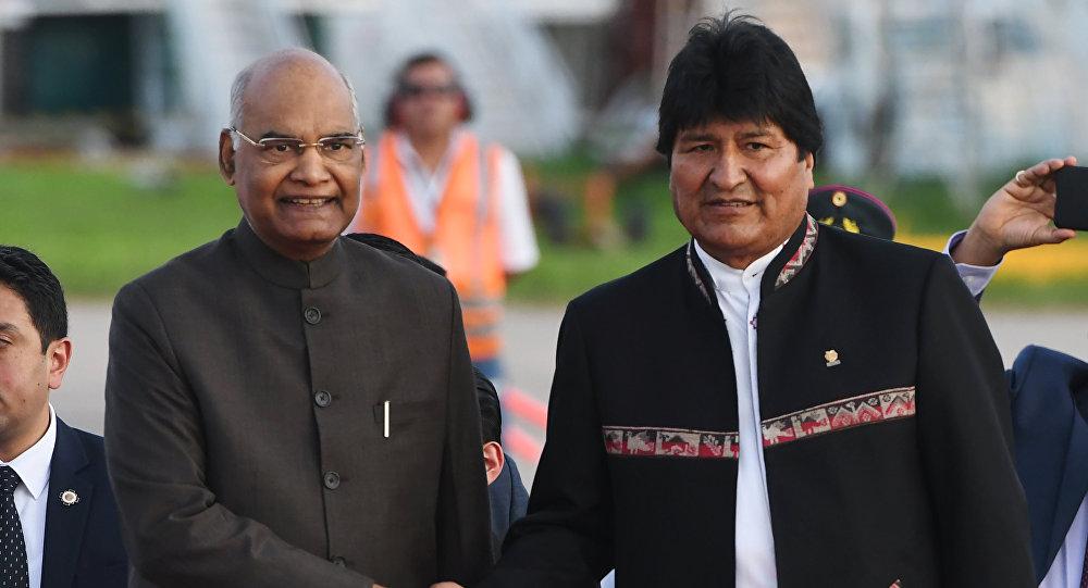 El presidente de la India, Ram Nath Kovind, con su par boliviano, Evo Morales