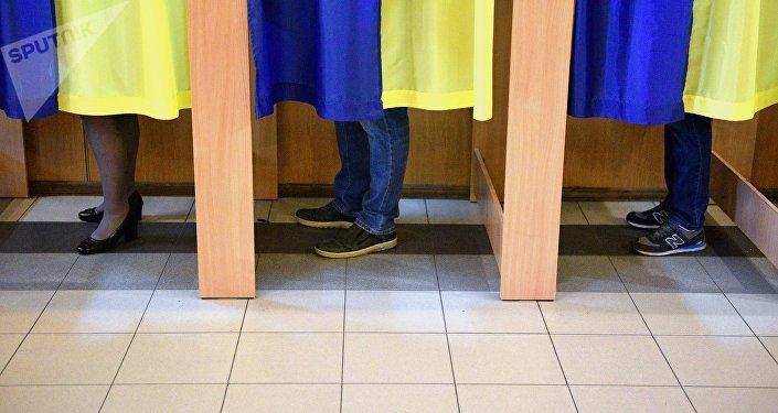 Un colegio electoral en Kiev