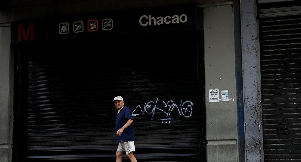 La estación del metro de Caracas cerrada por apagón