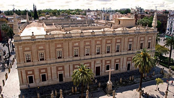 El Archivo General de Indias de Sevilla se creó en 1785 por deseo del rey Carlos III, con el objetivo de centralizar en un único lugar la documentación referente a la administración de los territorios ultramarinos españoles