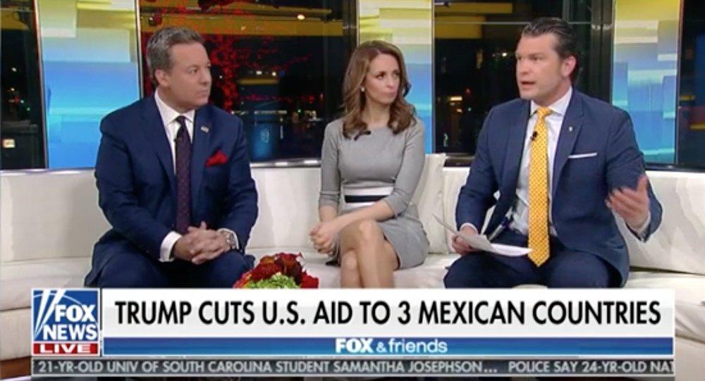 Programa Fox & Friends con el cintillo Trump corta la ayuda de EEUU a tres países mexicanos