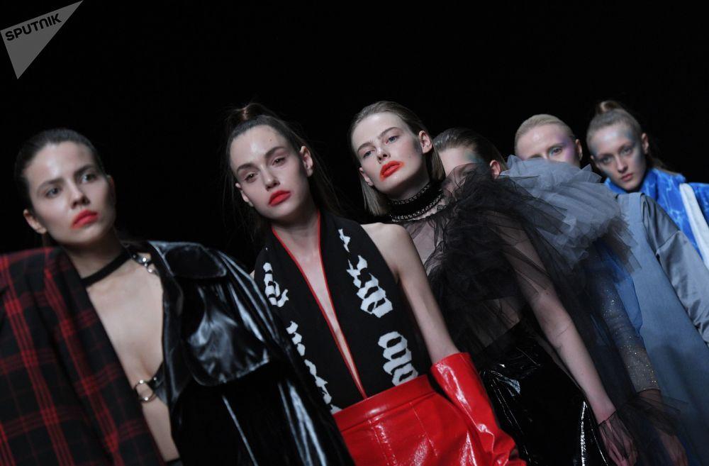 Lo clásico no quita lo moderno: la Semana de la Moda de Mercedes-Benz en Moscú
