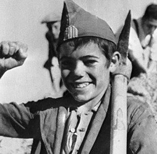 Un niño español antifranquista durante la Guerra Civil en España