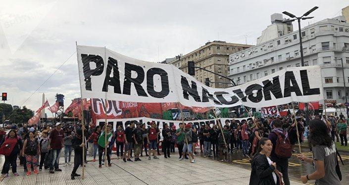 Las centrales argentinas de trabajadores convocaron a un paro por la delicada situación económica del país