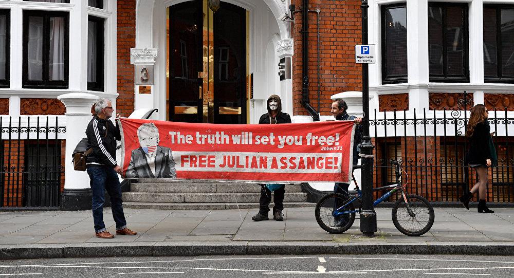 Activistas piden la liberación de Julian Assange