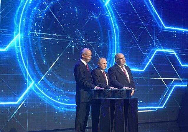 El presidente ruso, Vladímir Putin, participa en la ceremonia de inauguración de la planta de ensamblaje de automóviles Mercedes-Benz en la región de Moscú
