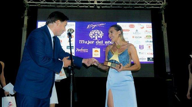La periodista de Sputnik Karen Todoroff recibe el premio a la Mujer del año en Uruguay