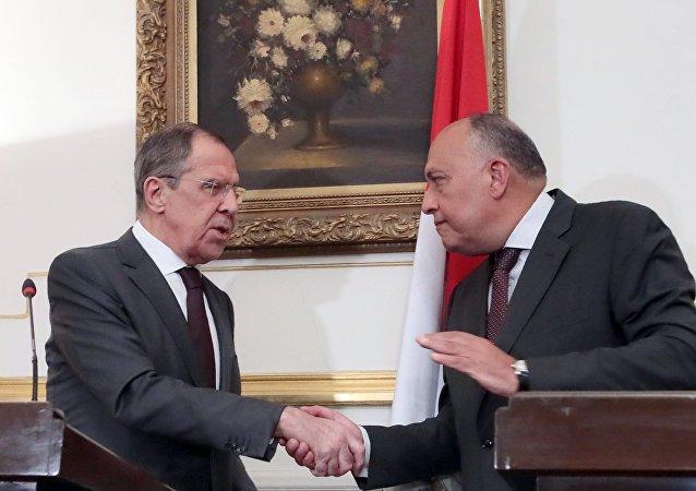 El canciller ruso, Serguéi Lavrov, y el ministro de Exteriores egipcio, Sameh Shukri