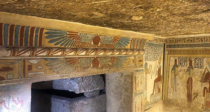 Los dibujos en las paredes de una antigua tumba en Egipto