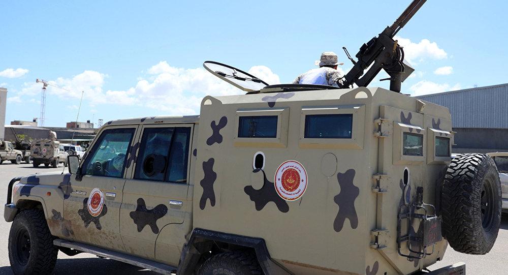 Un automóvil militar en Trípoli, Libia