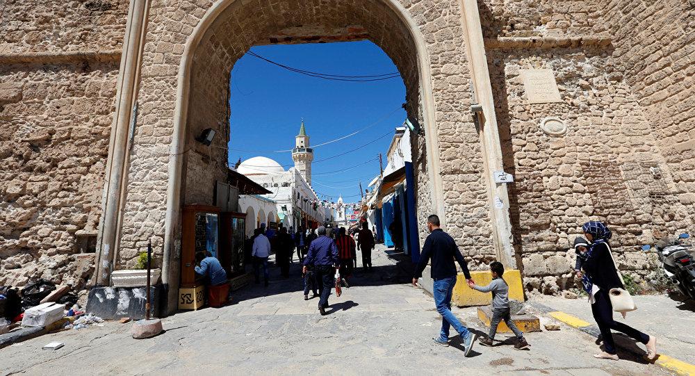 Los habitantes civiles en Trípoli, Libia