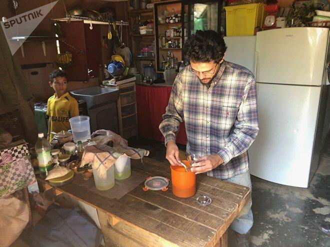 Silio se mudó de Caracas a la campiña; allí produce sus lácteos e incluso cría animales para tener fuente de proteína