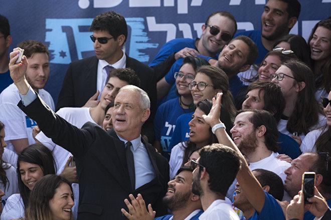 Benny Gantz, líder del partido Kahol Lavan ('Azul y Blanco') durante un acto de campaña en Tel Aviv, el 8 de abril de 2019