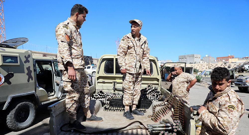 Militares en las afueras de Trípoli, Libia