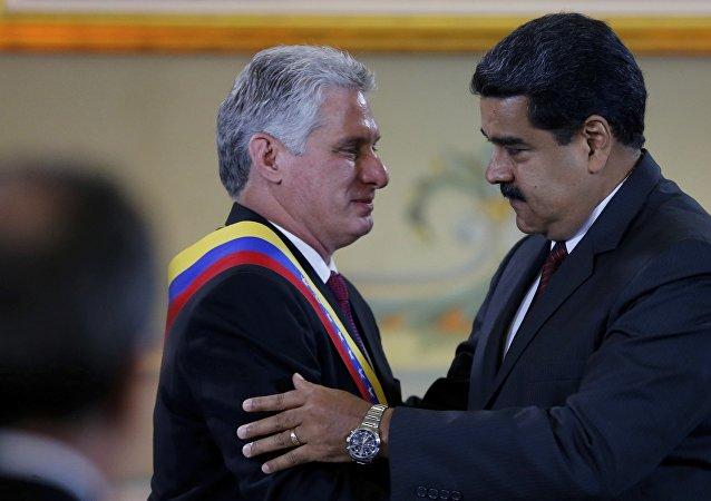 El presidente de Cuba, Miguel Díaz-Canel, junto a su homólogo venezolano, Nicolás Maduro (archivo)