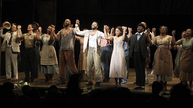 'Porgy and Bess' es una ópera que trata sobre el estilo de vida de los estadounidenses negros en Charleston, Carolina del Sur, a principios de la década de 1930. Aportó una gran riqueza de idiomas del blues y del jazz a la ópera.