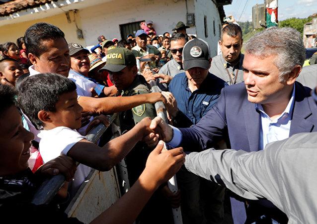 Iván Duque, el presidente colombiano, y los representantes de las comunidades indígenas