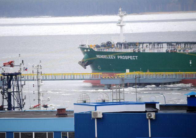 El imponente buque tanque ruso Mendeleev Prospect