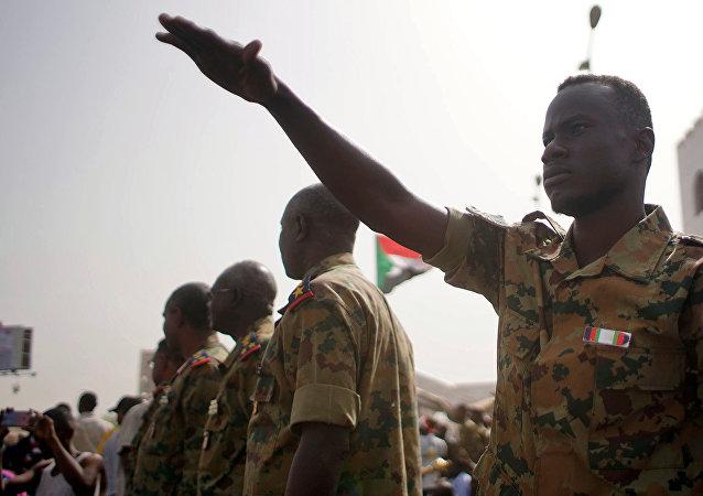 Un militar en Sudán