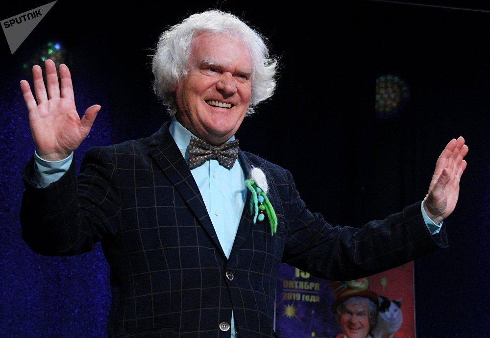 Yuri Kuklachov recibe a los periodistas en el Teatro de los Gatos, en vísperas de su 70 cumpleaños