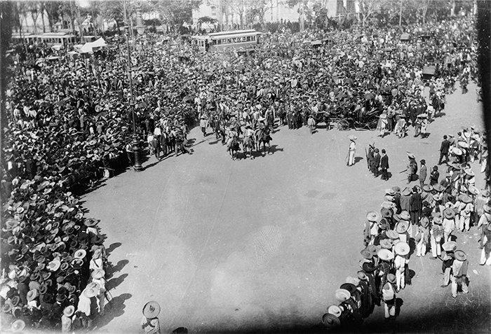 Zócalo capitalino a la llegada de Eufemio Zapata al Palacio Nacional. Autor: Casasola / Doc 0940