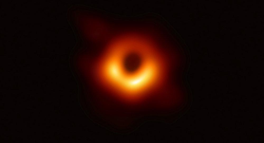 La primera foto de un agujero negro, tomada con una red global de telescopios, realizada por el proyecto Event Horizon Telescope (EHT)