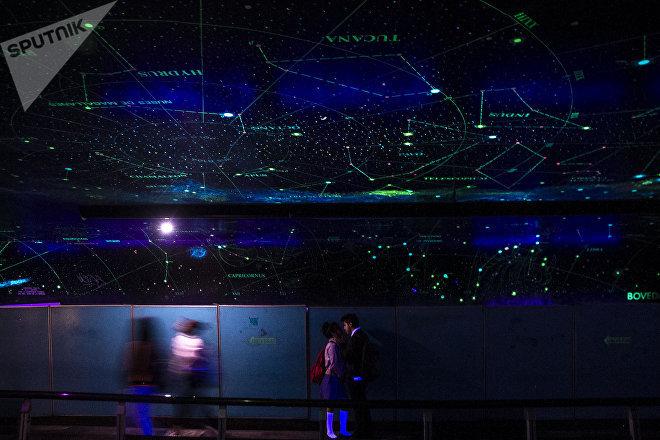 El túnel de la ciencia en la estación del metro La Raza, en México