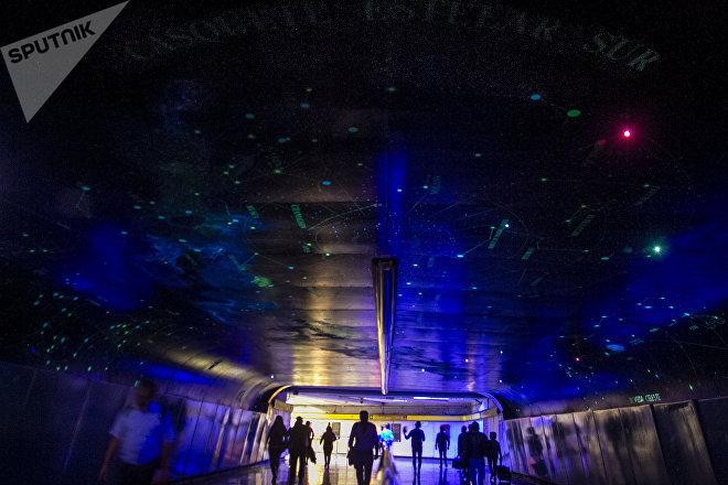 El túnel de la ciencia en la estación del metro La Raza, México