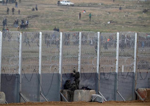 Los soldados israelíes en la frontera con la Franja de Gaza (archivo)