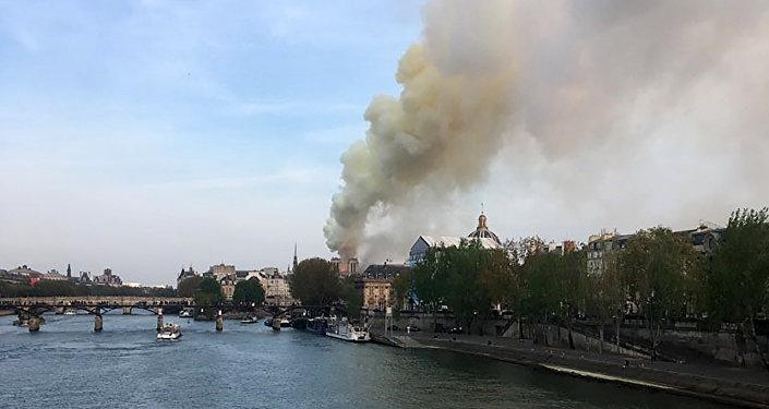 Incendio en la catedral parisina de Notre-Dame