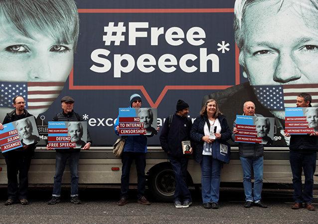 Partidarios de Julian Assange, fundador de WikiLeaks
