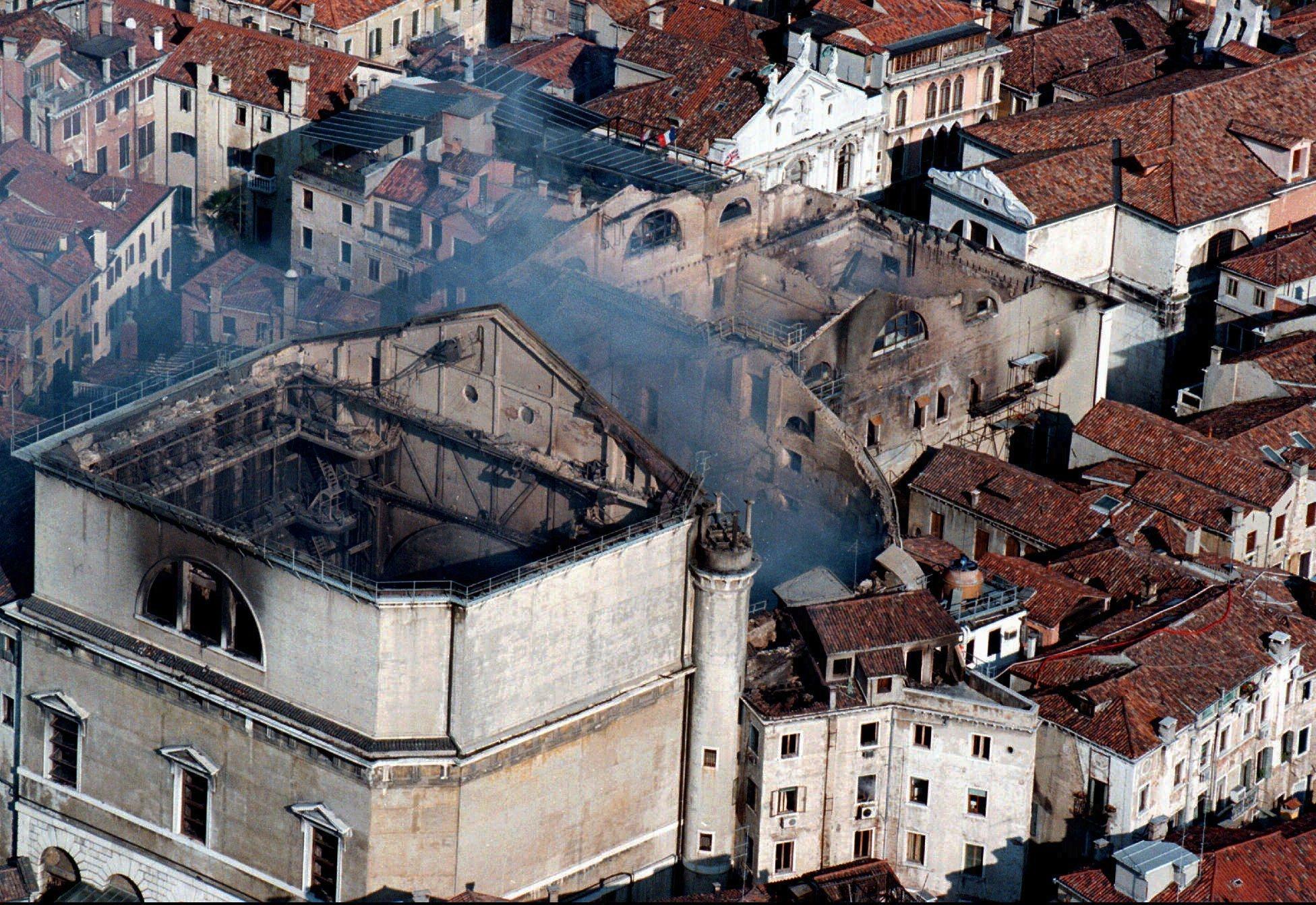 Los daños por el incendio en el Teatro Fenice de Venecia (1996)