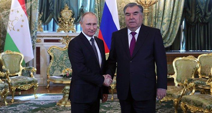 El presidente de Rusia, Vladímir Putin, y el presidente de Tayikistán, Emomali Rahmon