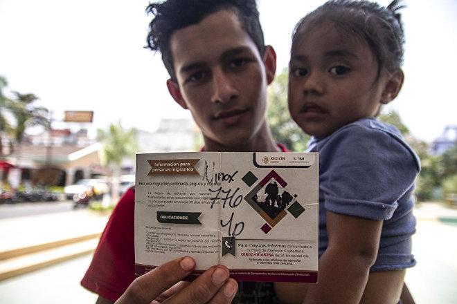 Tecún Umán, Guatemala. Gabriel espera su turno en Guatemala para iniciar su solicitud de asilo en México