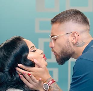 Becky G y Maluma lanzan un nuevo videoclip