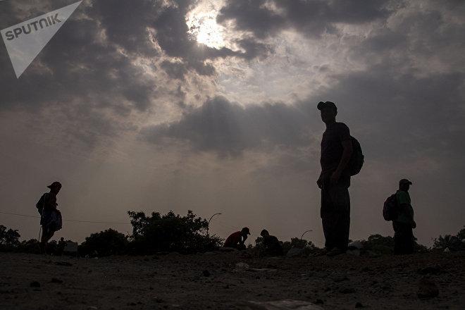 Huixtla, Chiapas: Migrantes del éxodo centroamericano descansan para seguir su camino a EEUU