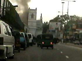 Captan el momento exacto de la explosión en una iglesia en Sri Lanka