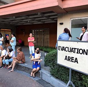 Personas evacuadas tras el sismo en Filipinas
