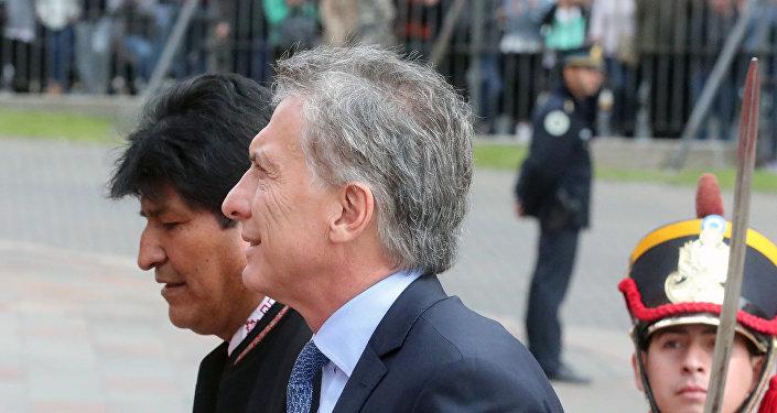 El presidente de Bolivia, Evo Morales junto al presidente de Argentina, Mauricio Macri