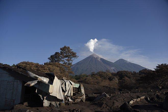 Volcán de Fuego de Guatemala días después de la erupción de 2018 (foto de archivo)